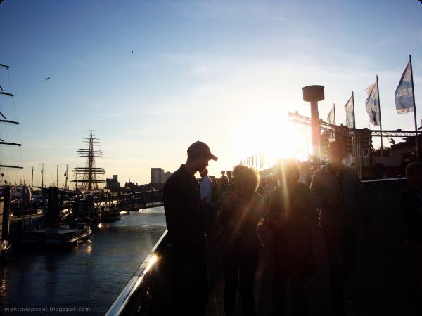 Atardecer en el Hafengeburtstag en Hamburgo.