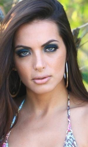 Carla Prata, assistente de palco do Faustão  faz ensaio fotográfico para marca de  biquinif