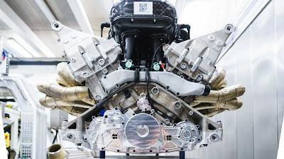 Mesin Valkyrie dari Cosworth V12 6.5 liter N/A