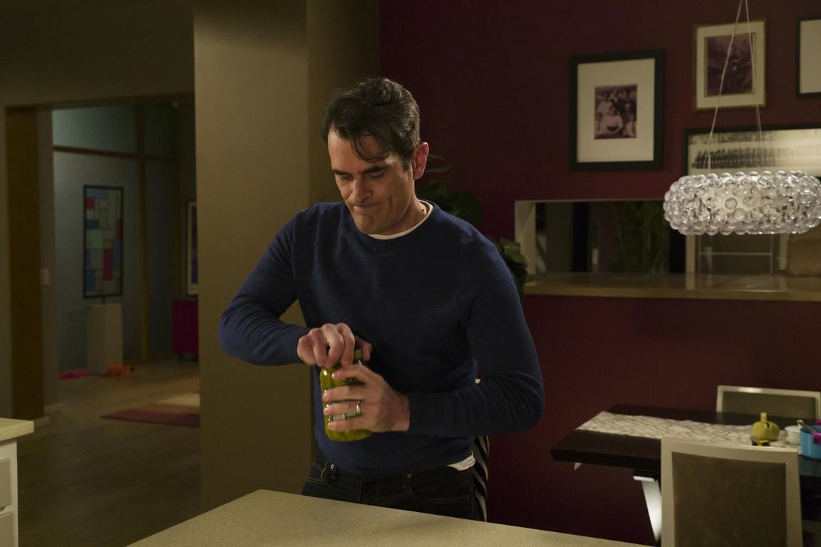 Modern Family - Season 7 Episode 14: The Storm