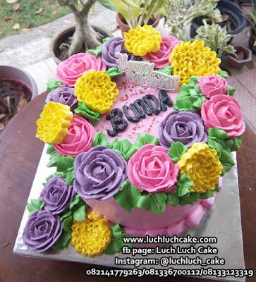 Kue Tart Buttercream Bunga-Bunga Cantik