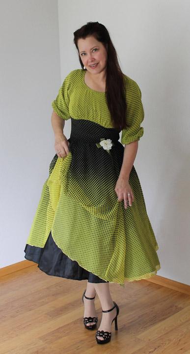 sew chic pattern company simplicity 8167 with chiffon border print