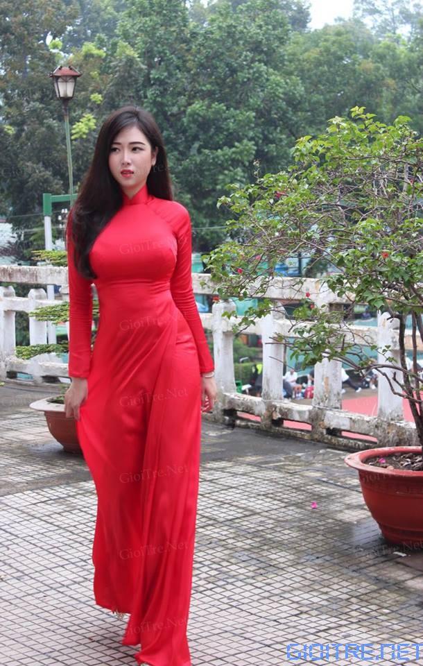 Thanh Thảo: Yêu lắm cái tà áo dài ấy^^