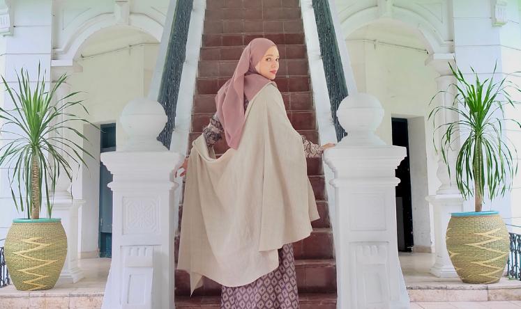 Wow, Artis Dewi Sandra Beri Pelajaran pada Oknum Emak-Emak Pengusir Ustaz Adi Hidayat