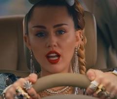 Miley Cyrus lança clipe com Mark Ronson