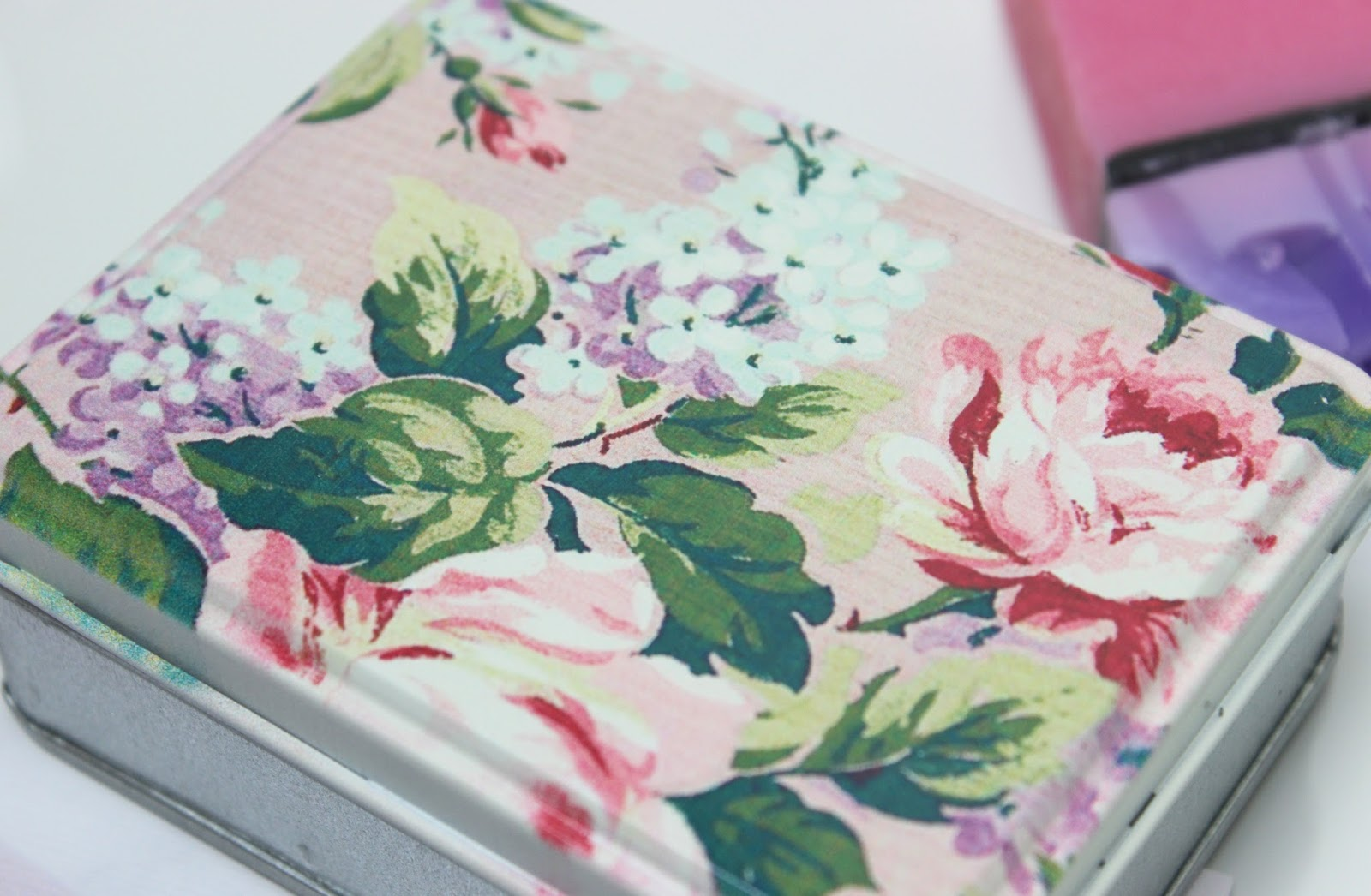 A picture of Lily Rose & Co Floral Rose Tin