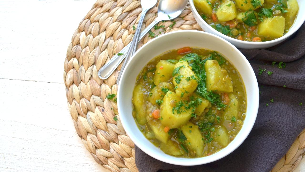 Curry de Lentilles et Pommes de terre aux Épinards