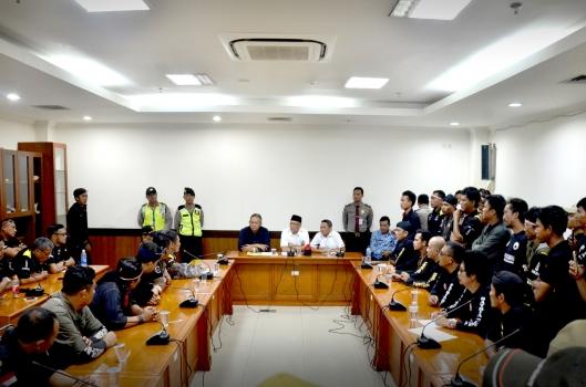 Petisi Penyelamat NKRI - Pancasila Geruduk DPRD Jabar Tuntut Bubarkan FPI