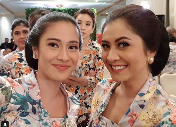Model Baju Batik Wanita Kekinian dan Modern