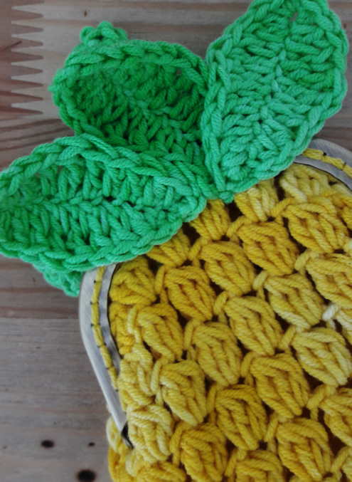 Crochet pineapple coin purse: free pattern   Happy in Red