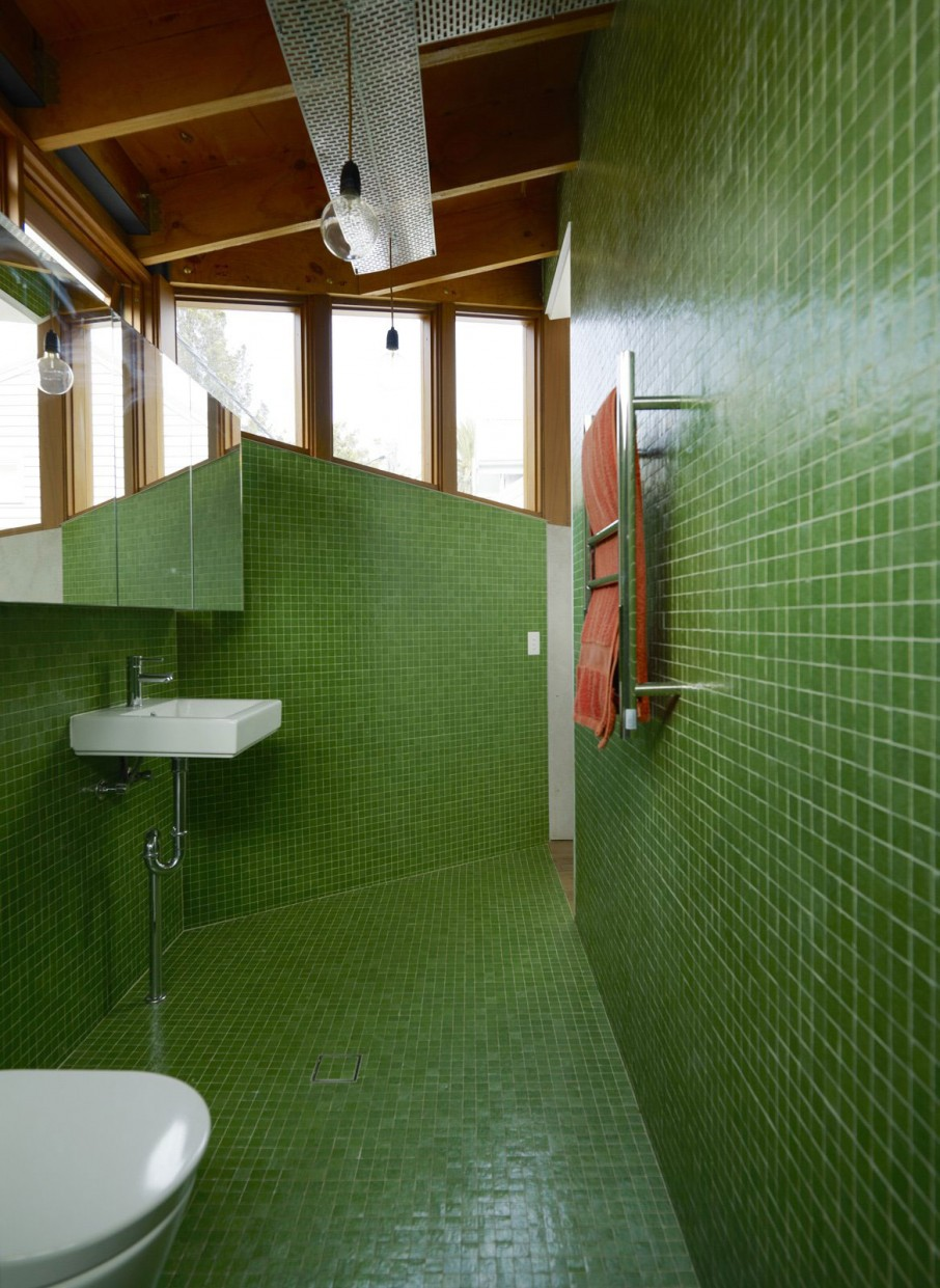 Cool Decorating Idea With Glass Tiles - Home Design Ideas