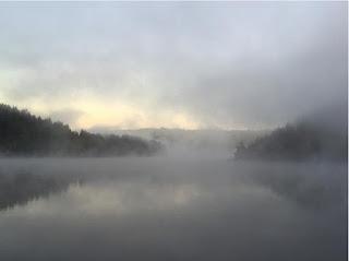 Những hồ nước phủ sương mơ màng khi sang đông 7