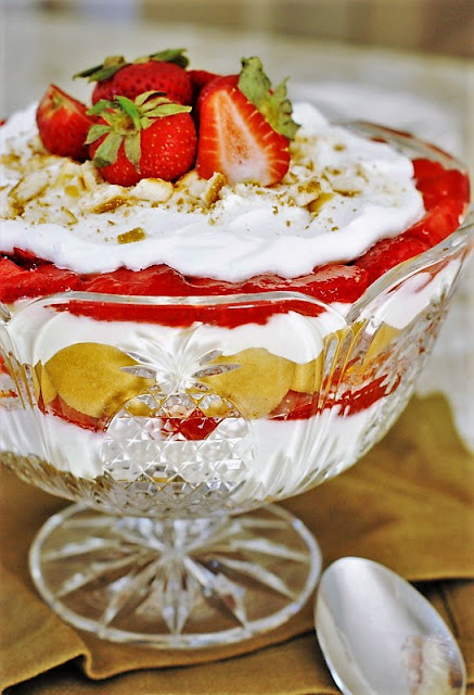 Layered Strawberry Pudding with Nilla Wafers Image