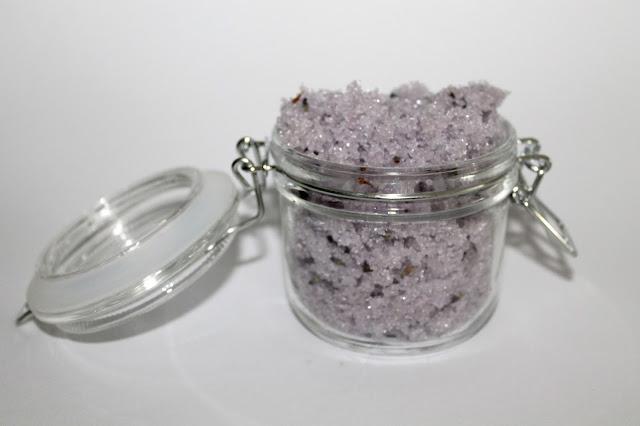 DIY, Basteln: Sugar Scrub / Zuckerpeeling Lavendel in Kosmetik als Geschenkidee und Wohndekoration - DIYCarinchen