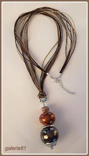 naszyjnik i wisior z porcelany, zawieszony na sznurkach, brązy