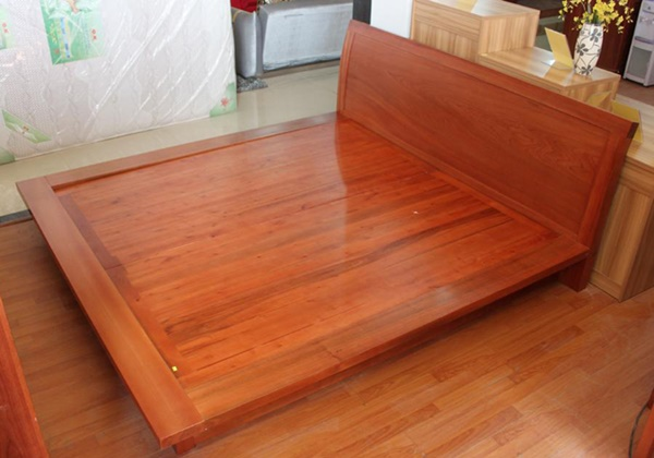 Ảnh: Giường ngủ được làm bằng gỗ xoan đào