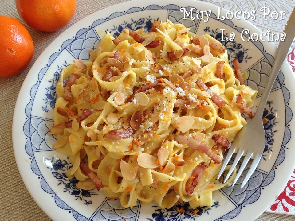 Fettuccine con Naranja, Bacon y Almendras