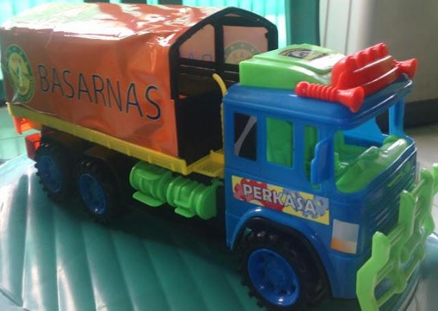 miniatur truk tronton ala indonesia