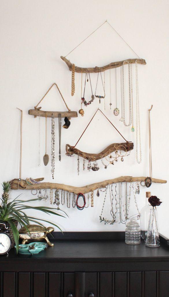 Gravetos, cordão encerado e ganchos Ideias para organizar bijuterias