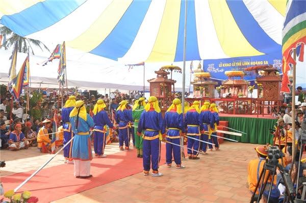 Quang cảnh buổi lễ khao thề lính Hoàng Sa được tổ chức hàng năm.