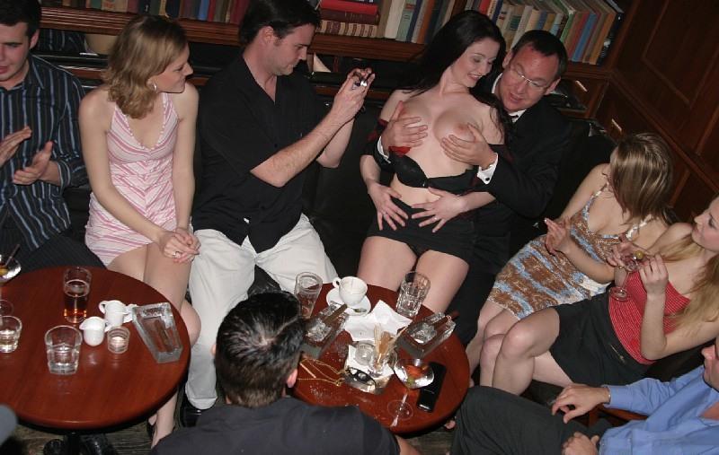 Ночной клуб с секс кабинками однажды