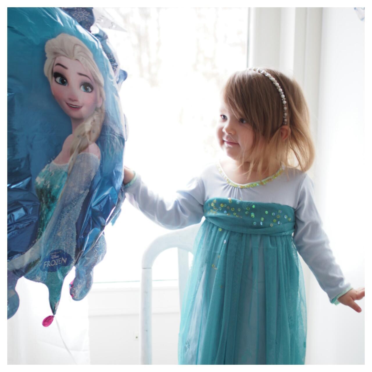 Belle Époque Wedding Diary  Frozen-mekko lasten juhliin 24f23727e4