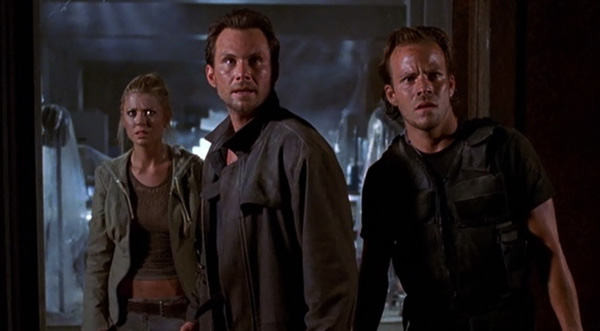 Christian Slater, Stephen Dorff, and Tara Reid look confused. The audience looks back, confused as well.