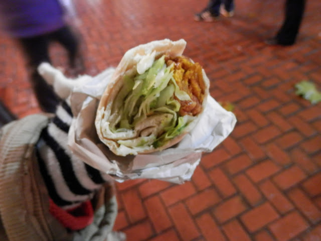 Onion bhaji wrap, Birmingham Christmas Market. What do vegans eat?  Out in Birmingham. secondhandsusie.blogspot.co.uk #ukveganblogger #birmingham