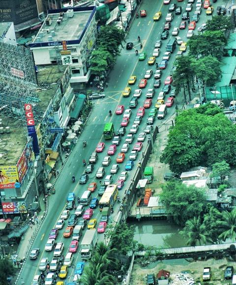 Como se ve un atasco en Bangkok desde Baiyoke Tower 2
