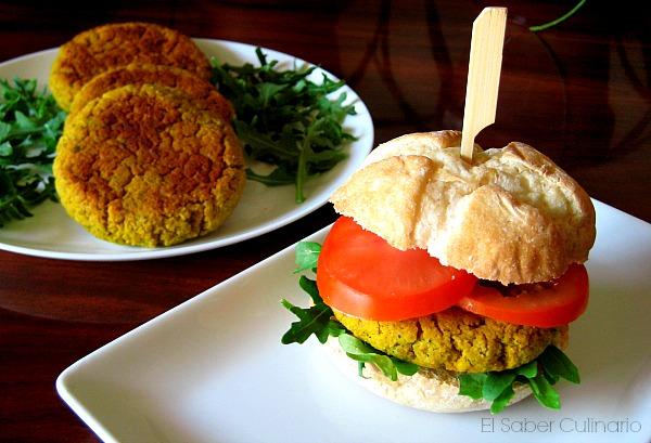 Hamburguesas de judías blancas con verduras y queso parmesano
