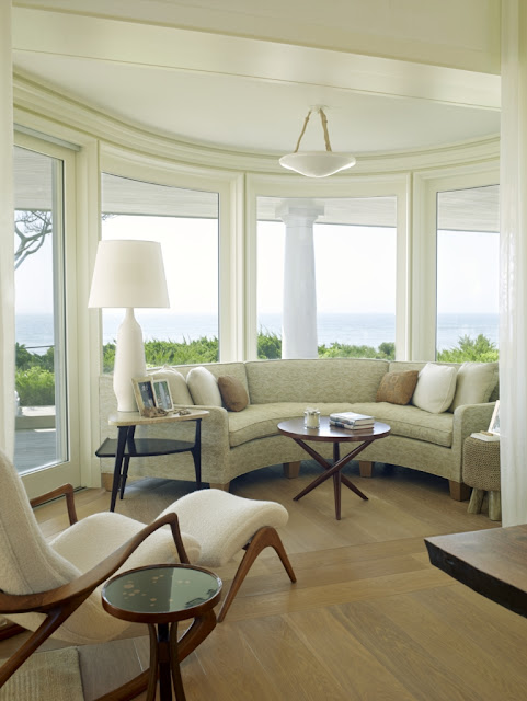 Inspiring image of a beautifully designed modern living room in beachhouse in the Hamptons - found on Hello Lovely Studio
