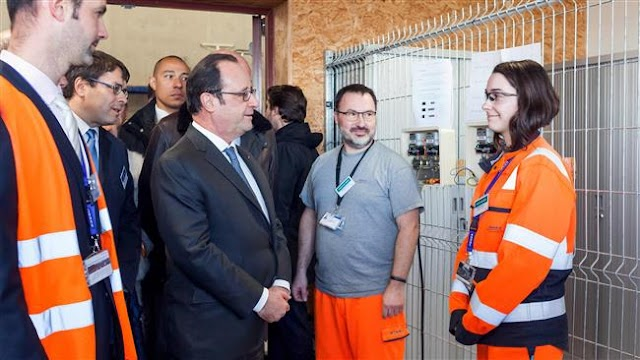 Sniper accidentally shoots 2 people during French President Francois Hollande's speech