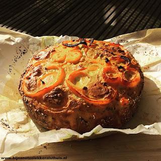 hartige taart sesamzaad korst ei wortel oranje paprika
