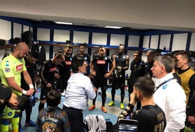 "Maradona trực tiếp xuống ""tiếp lửa"" dàn sao Napoli"