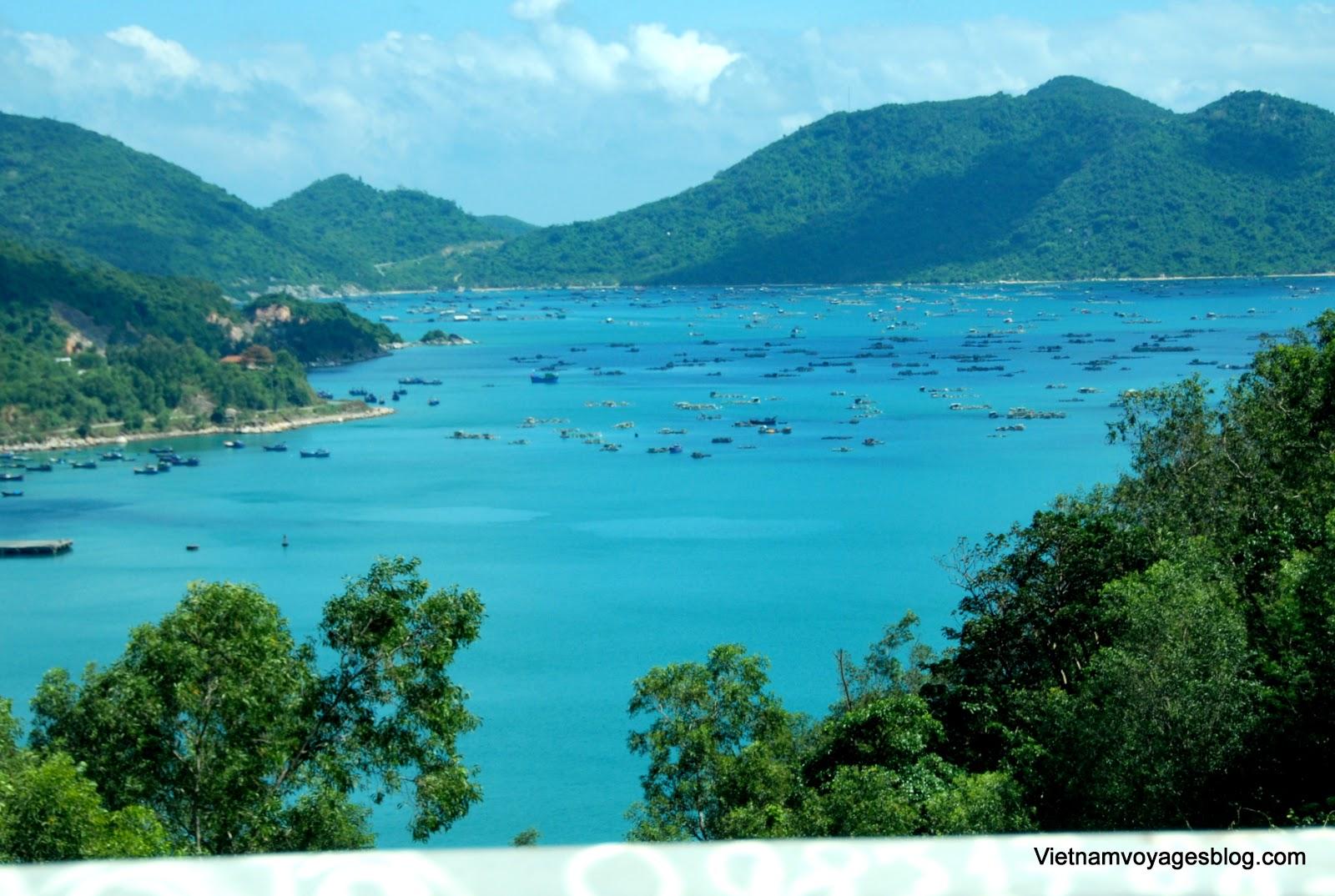 Phong cảnh Vũng Rô nhìn từ Đèo Cả