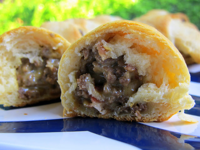 Bacon Cheeseburger Crescents - great for a quick meal or tailgating with friends!! Ground beef, bacon, Velveeta cheese, worcestershire, onions baked in crescent rolls. Seriously DELICIOUS!! Quick and easy meal. #appetizer #bacon #cheeseburger #crescentrolls #quickdinner #tailgating
