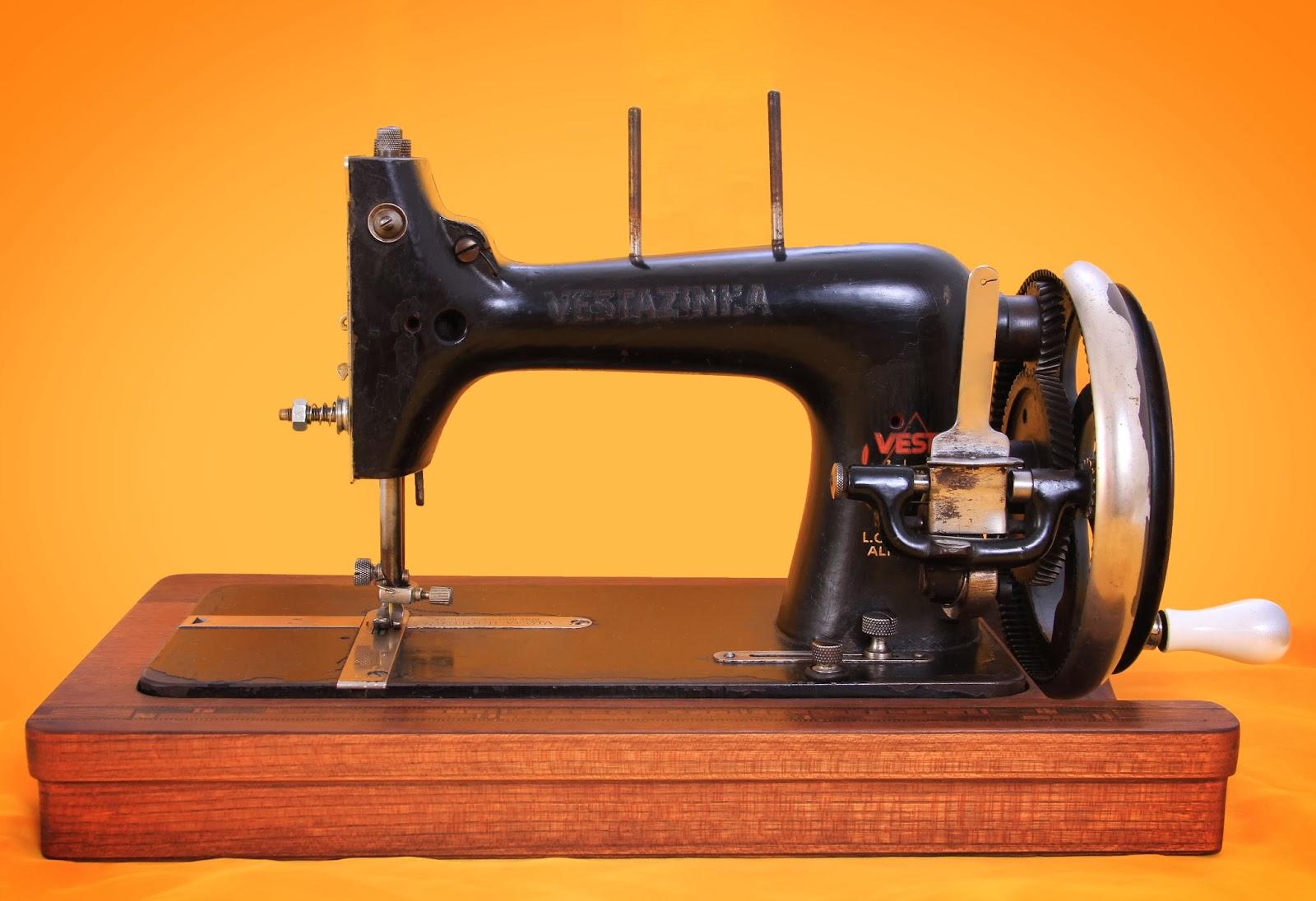 O Antiquário: Máquina manual de costurar VESTA ( Vestazinha)