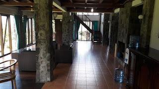 model 4 kamar villa besar kapasitas banyak