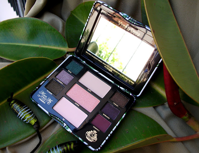 Viva La Diva Move Me Jungle eyeshadow kit, Tropical palette with swatches, review and 70's mood outfit by Valentina Chirico