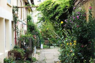 Paris : Cité du Palais Royal, un secret bellevillois préservé - 151 rue de Belleville - XIXème