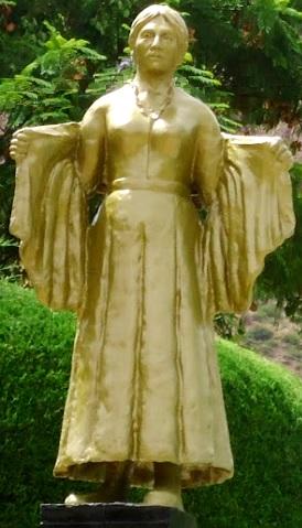 Foto a la estatua de María Parado de Bellido