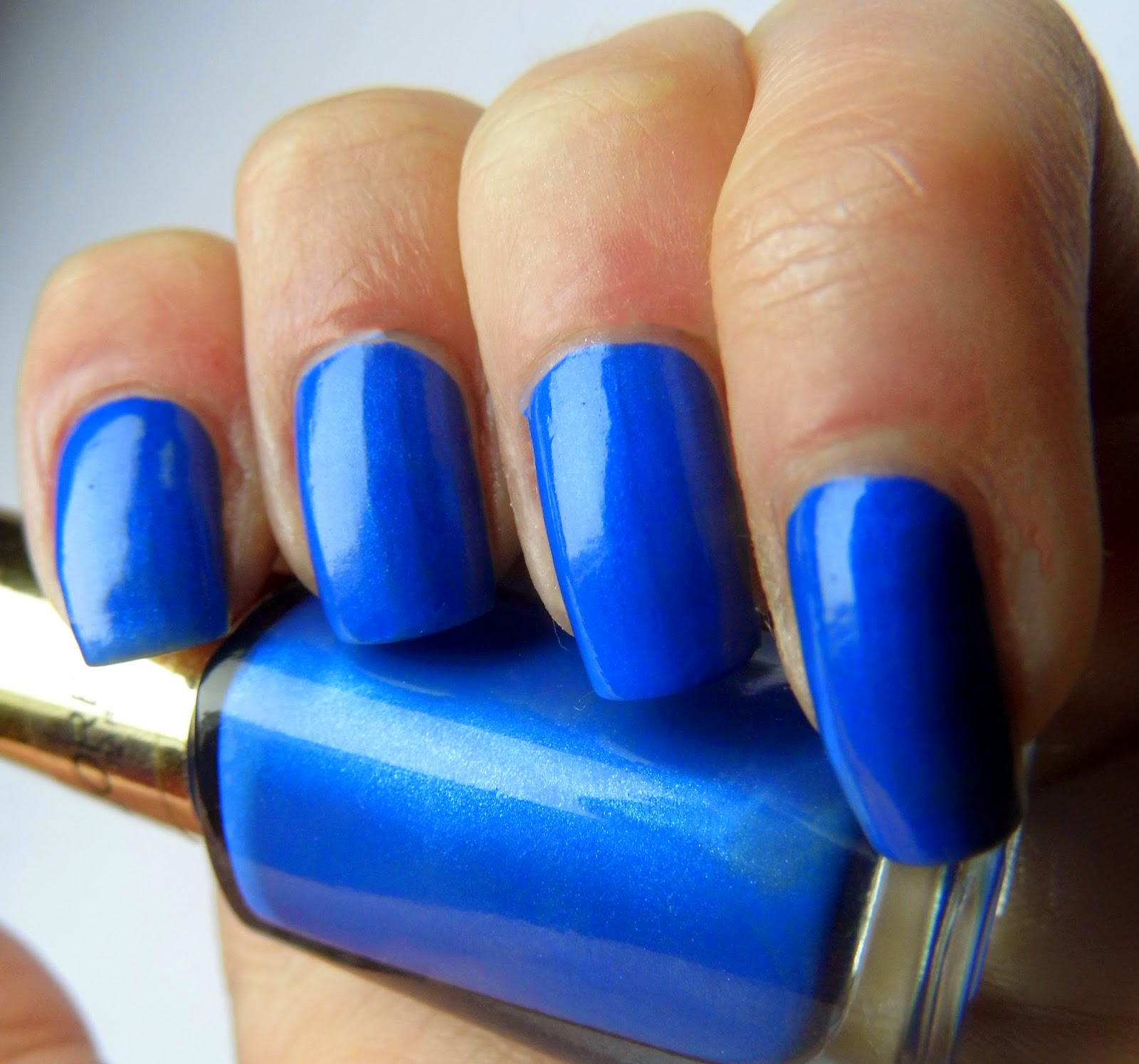 loreal-color-riche-rebel-blue-swatch-picture