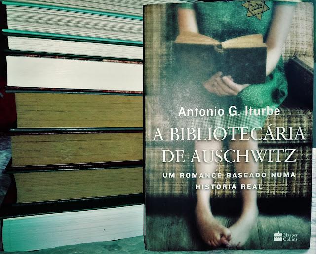 """Livro """"A Bibliotecária de Auschwitz"""""""