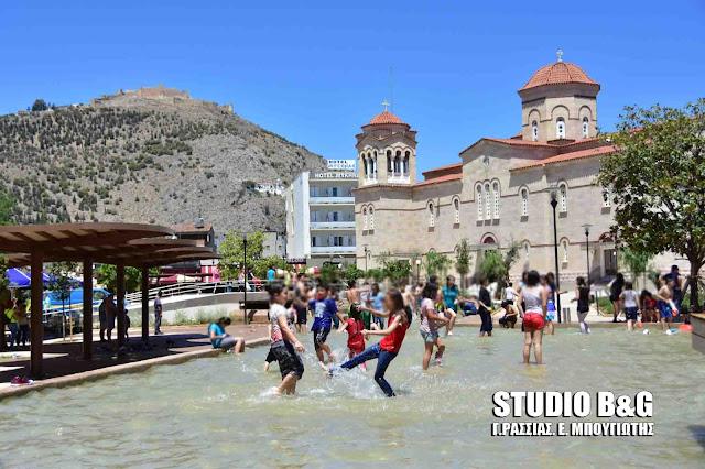 """Με βουτιές στο ¨ποτάμι"""" έληξε η σχολική χρονιά στο Άργος (βίντεο)"""
