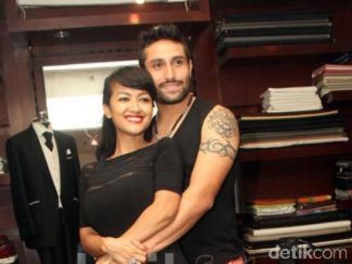 Julia Perez Menikah dengan Gaston di Australia
