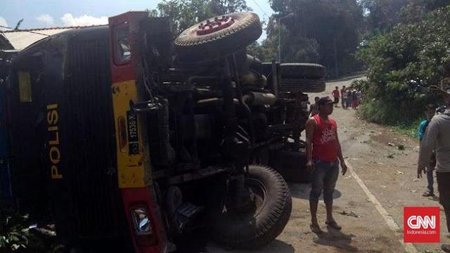 Truk Rombongan Brimob Pengawal Jokowi Terjungkal, Satu Personel Tewas