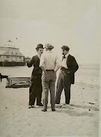 Кадр со съемок фильма Чарли Чаплина By the Sea (1915) 1