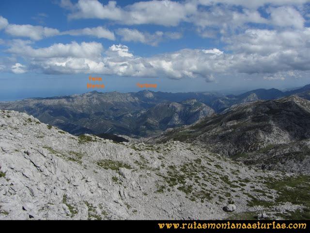 Ruta al Cabezo Llerosos desde La Molina: Vista de la Peña Blanca y Turbina, desde el Cabezo Llerosos