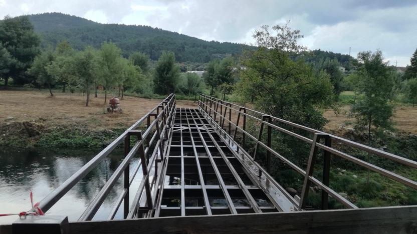 ponte pedonal em construção