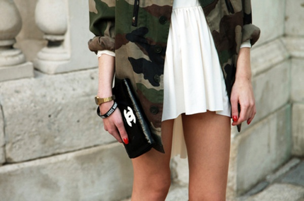 look avec veste militaire